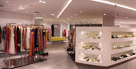 This contemporary retail space reflects both, modern & traditional fashion  in an equal ease. Anahita dedicates an individual space to each designer  keeping ...
