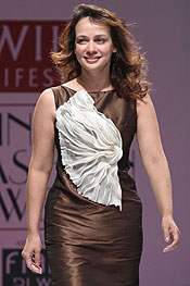 Ritu pande fashionfad designer ritu pande with an attempt to set a global trend has been serving the industry since the past ten years the designer started her voyage in the thecheapjerseys Image collections