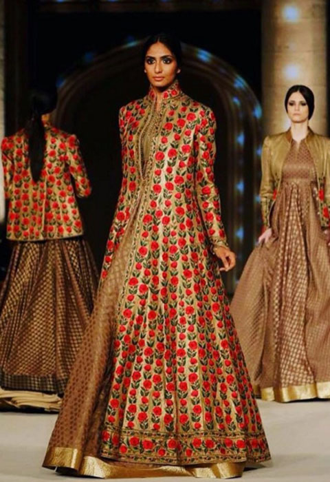 Rohit Bal celebrated his 25years in the industry by showcasing his  intrinsic style at the Lakme Fashion Week ramp. His show  Koroshni  set in  the courtyard ... 3bfec91f4d