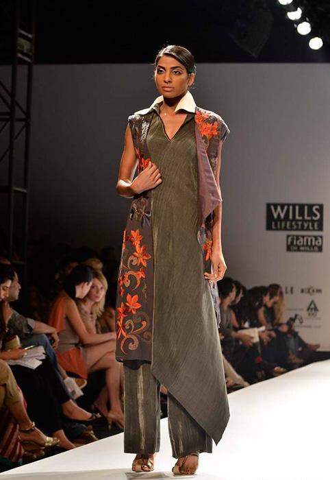 Kiran Uttam Ghosh At Wills Lifestyle Indian Fashion Week Ss 2013 Fashionfad